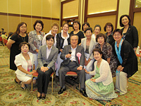 橋本知事を囲んでの記念撮影 (水戸プラザホテル)